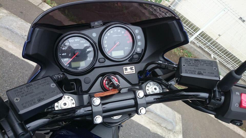 ZRX1200 DAEGメーターまわり