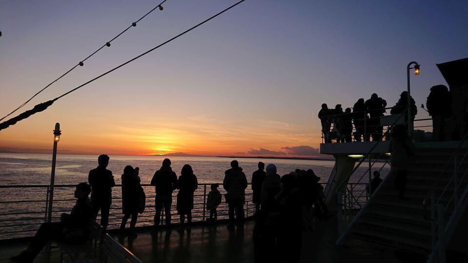 東京湾フェリー船上からの夕日